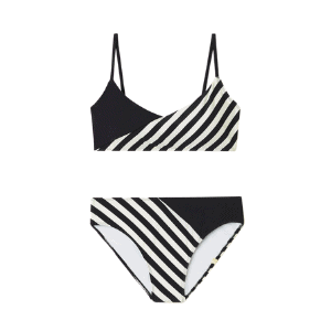 the patterns on this bikini are ultra-flattering