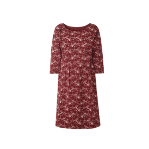 this maroon dress is perfect for a casual fall capsule wardrobe